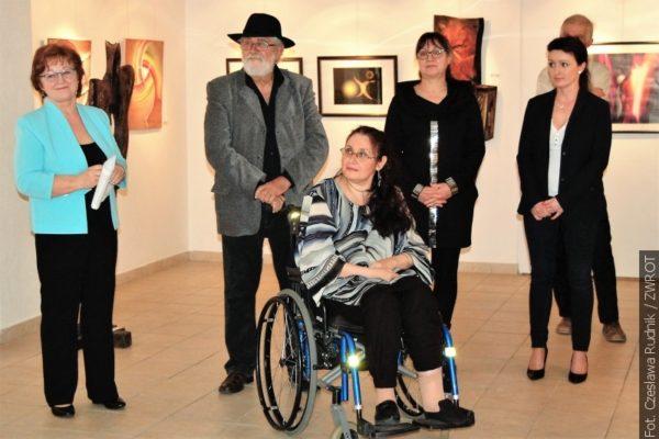 W Karwinie otwarto wystawę miejscowych artystów plastyków