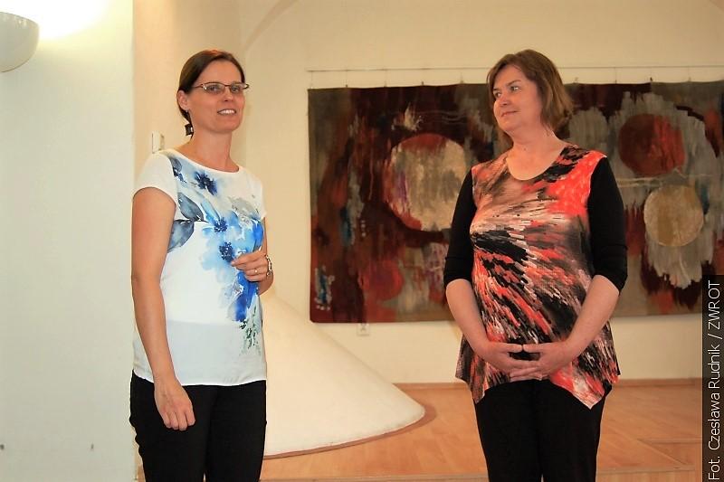 W karwińskiej bibliotece na wystawie słowackiej malarki oglądać można kwiaty i pejzaże