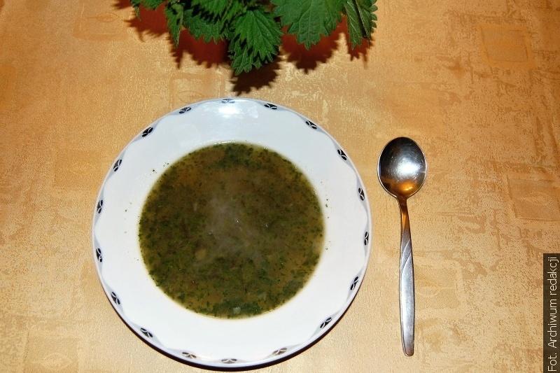 W Zielóny Sztwortek dzwony zastąpiły klekotki, na obiad spożywano postną zupę z pokrzyw
