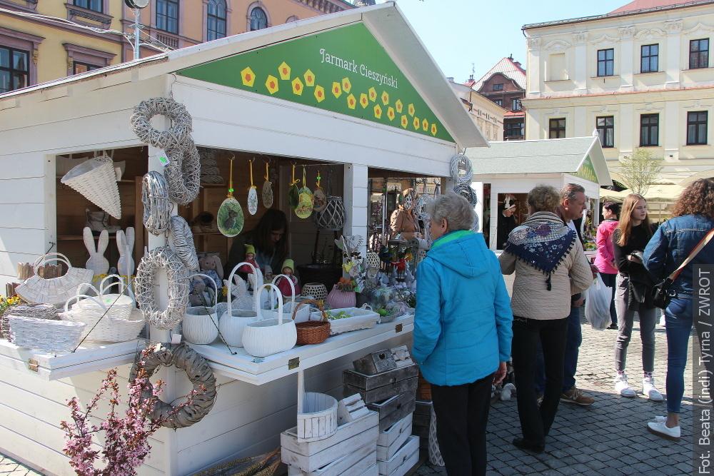 Trwa jarmark wielkanocny na cieszyńskim Rynku i nie tylko