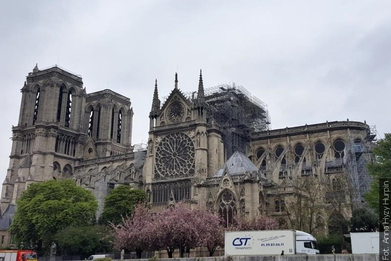 Ogłoszono zbiórkę na odbudowę  katedry Notre-Dame (zdjęcia)