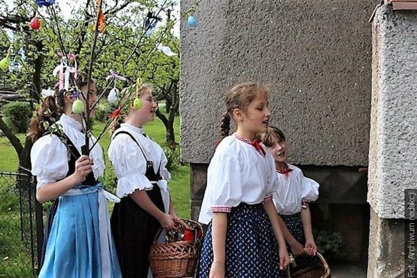 W Poniedziałek Wielkanocny chodzili śmiergustnicy i dziewczynki z gojiczkiem