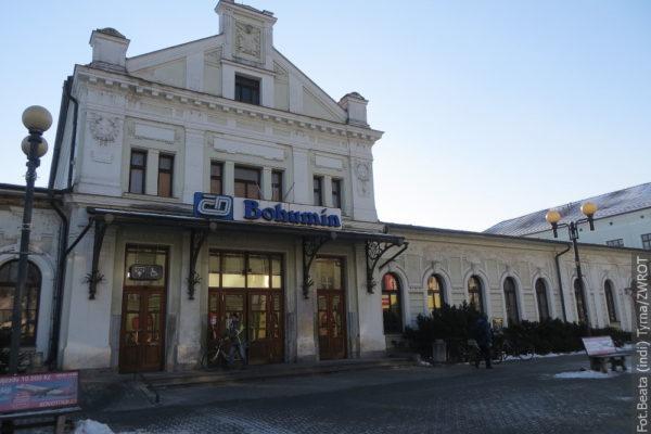 Spacery ze Zwrotem: dworzec w Boguminie