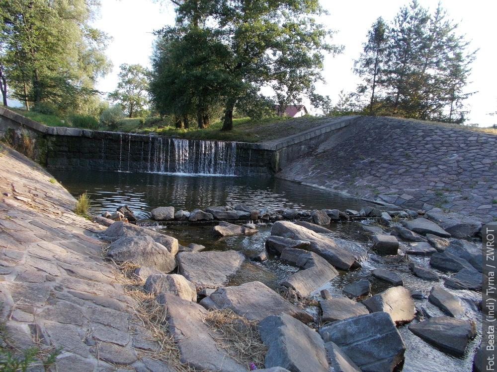 Spacery ze Zwrotem: próg wodny na Ropiczance