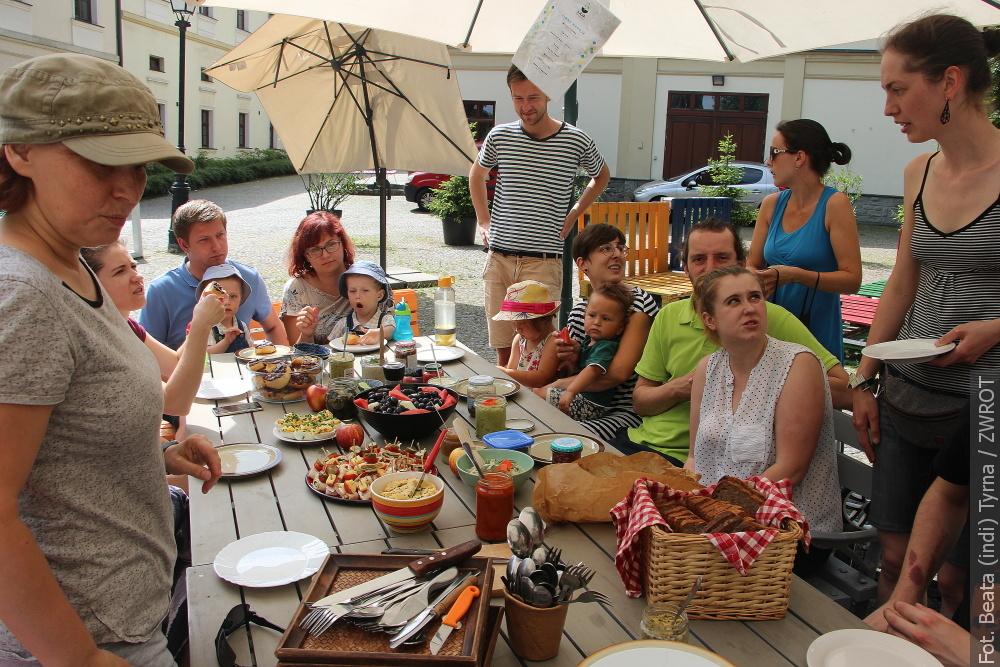 O jedzeniu i ekologii rozmawiano podczas wspólnego śniadania cieszyńskiej kooperatywy