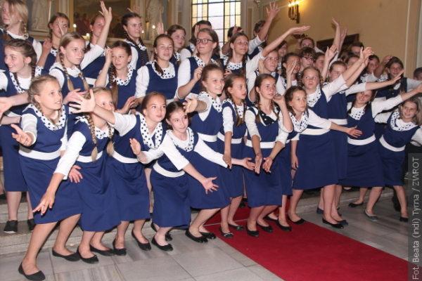 Chóry  Trallala, Trallalinki i Trallalineczki dały ostatni w tym roku szkolnym koncert
