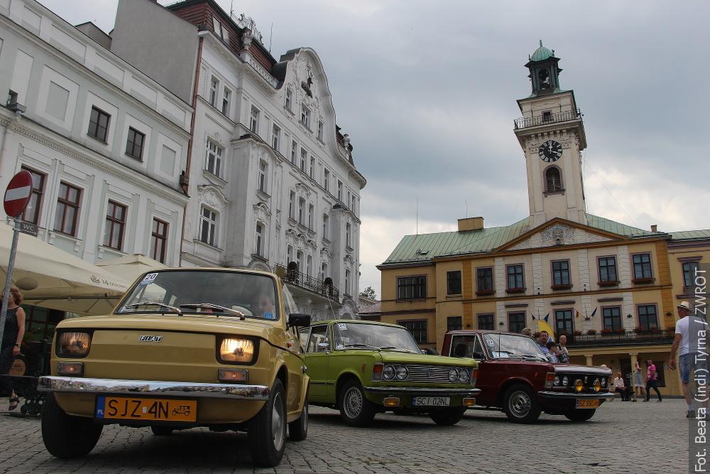 Przez Cieszyn i Czeski Cieszyn mknęły samochody z dawnych epok (zdjęcia)