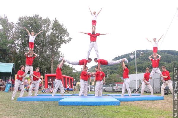 Jarmark v Lhotce, Gymnasté