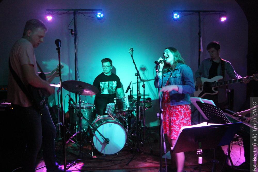 Iband koncertował w Bladym Świcie