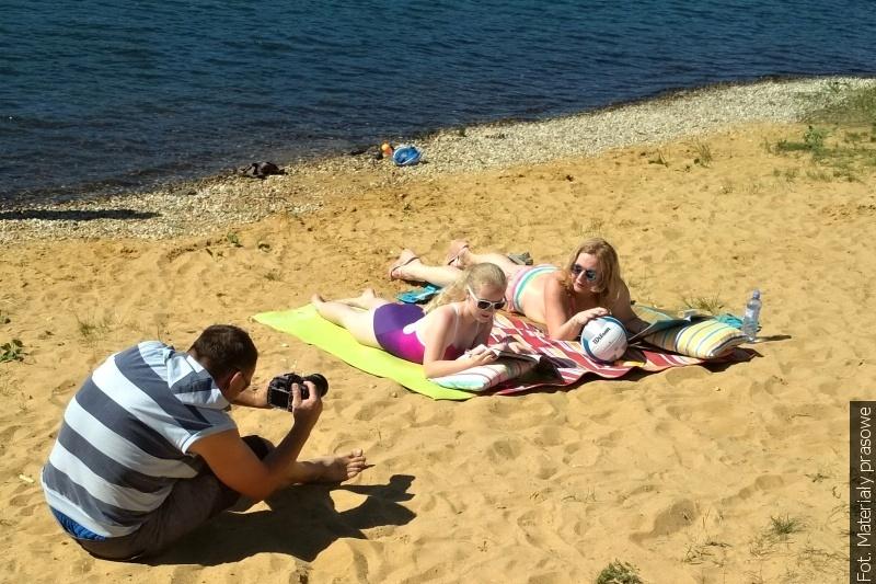 Urzędnicy bogumińscy w oryginalnym spocie reklamowym zapraszają nad Jezioro Wierzbickie