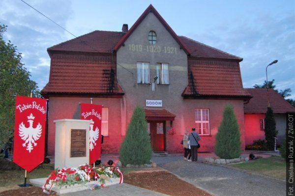 Setną rocznicę wybuchu I Powstania Śląskiego uczczono w Godowie m.in. rekonstrukcją bitwy