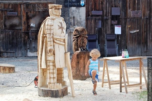 Plener rzeźbiarski w Górkach Wielkich upamiętnił pisarkę Zofię Kossak