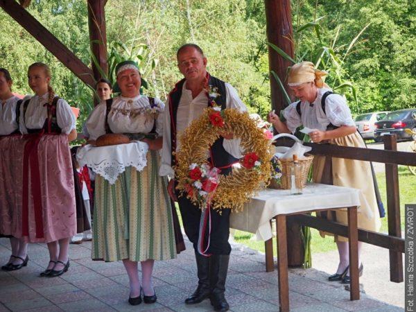 Pani wójt Ropicy z mężem byli gospodarzami dożynek w Gutach (zdjęcia)