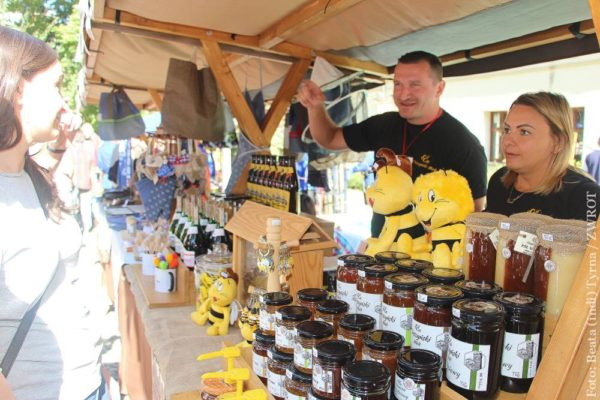 📷 Podczas Skarbów z Cieszyńskiej Trówły nie mogło zabraknąć tradycyjnego jarmarku