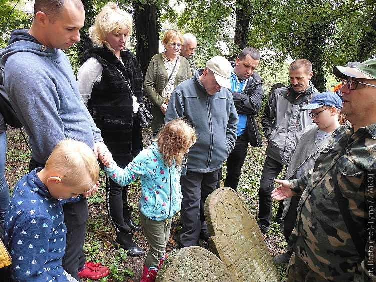 Zwiedzali cmentarz żydowski