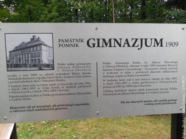 Historię Gimnazjum na Obrokach przybliży tablica informacyjna