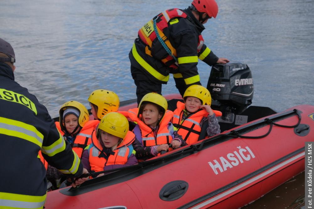 📷🎥 Strażacy w Cierlicku ewakuowali ok. 300 dzieci