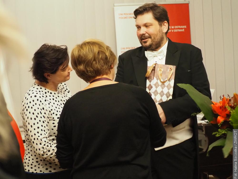 Polskie pieśni rozbrzmiewały w konsulacie
