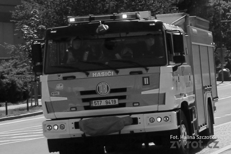 Tragiczny pożar hali fabrycznej. Nie żyje strażak