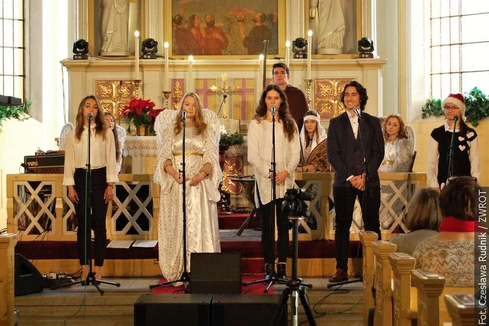 Gimnazjaliści zaprosili na Koncert Świąteczny