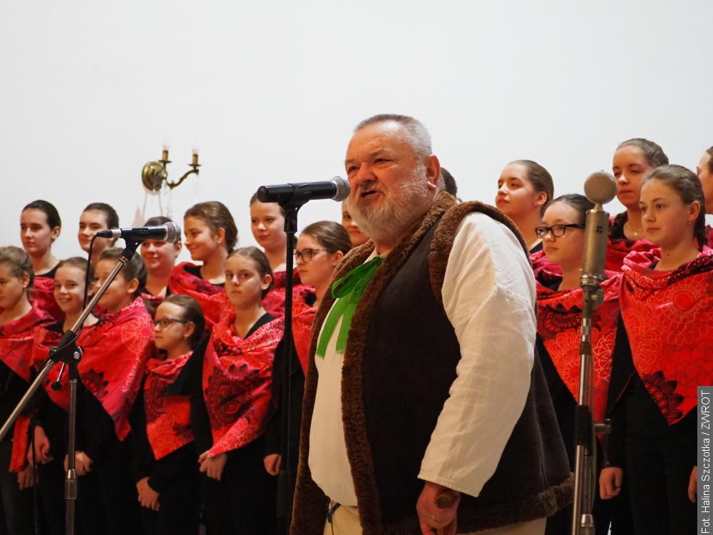 Chóry jabłonkowskie śpiewały i pomagały
