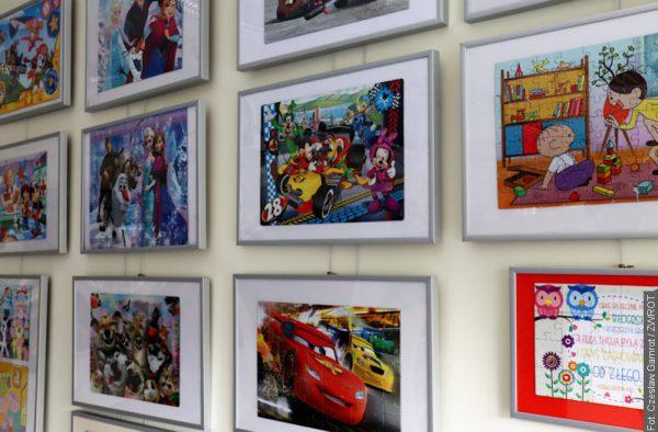 Wystawa obrazów z puzzli