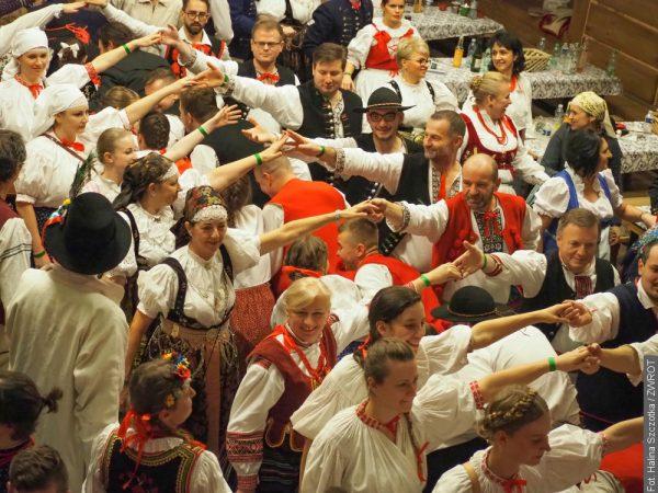 📸 Na Balu Gorolskim wszyscy bawią się w strojach ludowych