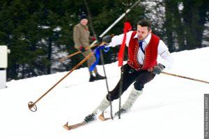 Szusowali na starych nartach