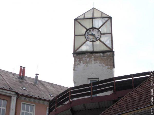Charakterystyczna wieża z zegarem niebawem zniknie