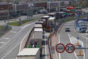 Czesi otwierają od jutra granice z Austrią, Niemcami i częściowo Słowacją