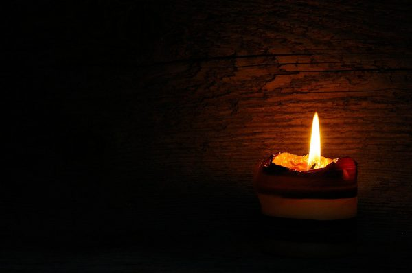Dziś po zmroku zapalmy świecę w oknie
