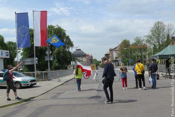 """Manifest inicjatywy """"Otwórzcie granice"""" przekazany na ręce władz Cieszyna"""