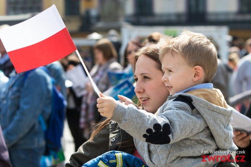 Każdy w swoim domu ale razem – Polacy świętują Trzeciego Maja