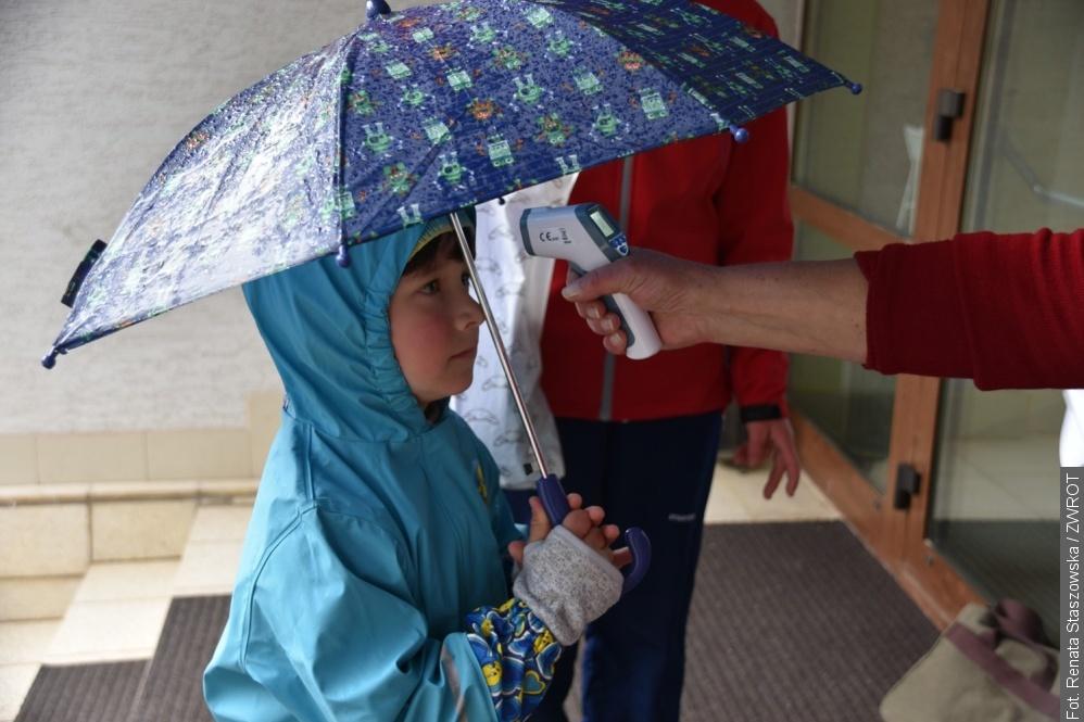 Dzieci ruszyły do szkoły. W Koszarzyskach panie uszyły im maseczki