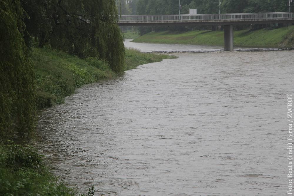 Stan wody w rzekach się podnosi. W Czeskim Cieszynie drugi stopień  ostrzeżenia hydrologicznego