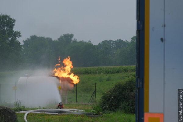 Gaszenie pożaru na stacji paliw potrwać może jeszcze kilka godzin
