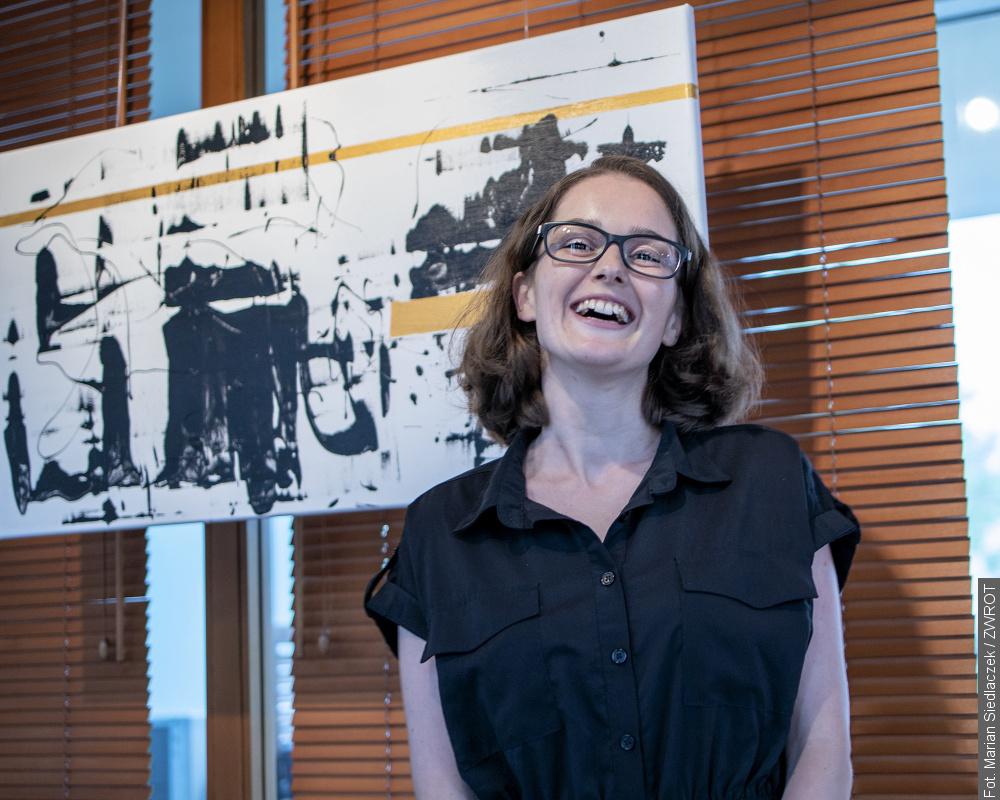 Julia Szurman Polok pokazała obrazy  z szuflady koronowej
