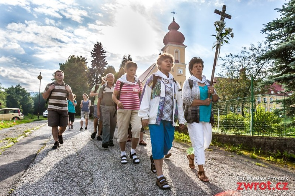 Tegoroczna pielgrzymka przebiega na Facebooku, ale pielgrzymi chcą dotrzeć na Jasną Górę też osobiście