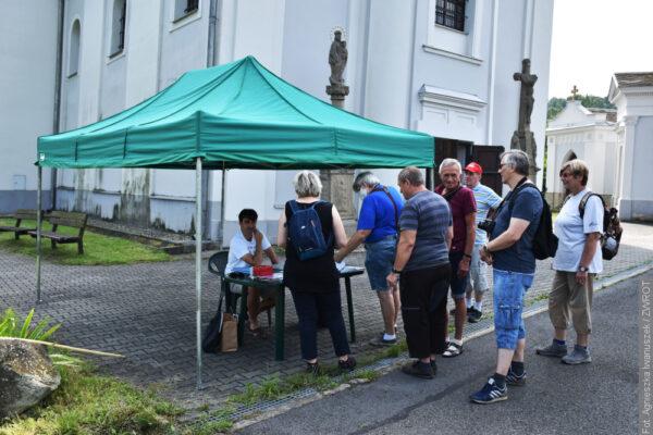 Zwiedzanie okolicy krzywego kościoła w Karwinie