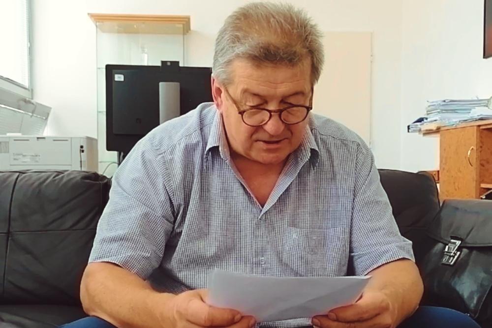 Wiersz Anieli Kupiec czyta senator Jerzy Cieńciała