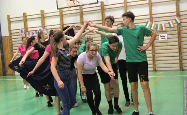 Nowi tancerze na próbie Zespołu Regionalnego Błędowice