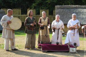 Ragojka gra słowiańską muzykę wczesnego średniowiecza