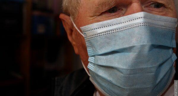 Seniorzy dostaną od państwa jedną maskę FFP2  i pięć maseczek zwykłych