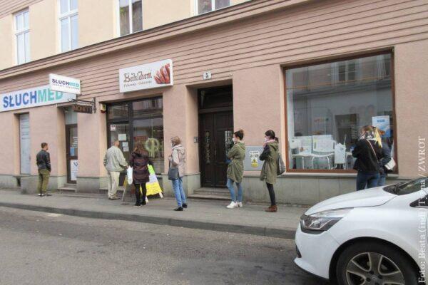 W Polsce wracają godziny dla seniorów w sklepach