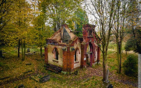 Również w tym roku udało się zorganizować akcję sprzątania cmentarza w Karwinie