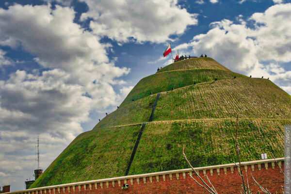 W październiku  1823 ukończono budowę Kopca Kopciuszki