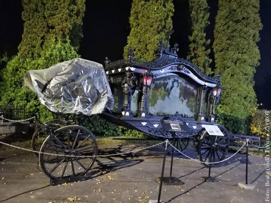 Na cieszyńskim cmentarzu już można oglądać zabytkowy karawan