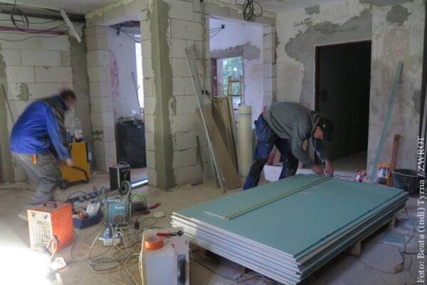 Remont domu PZKO w Lesznej trwa