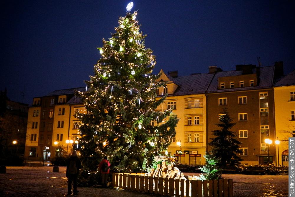 W tym roku bez programu kulturalnego i jarmarku zapalili światła na choince w Czeskim Cieszynie