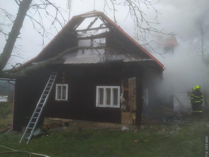 Pożar w Łomnej Dolnej  i na Herczawie. Dwie osoby nie żyją